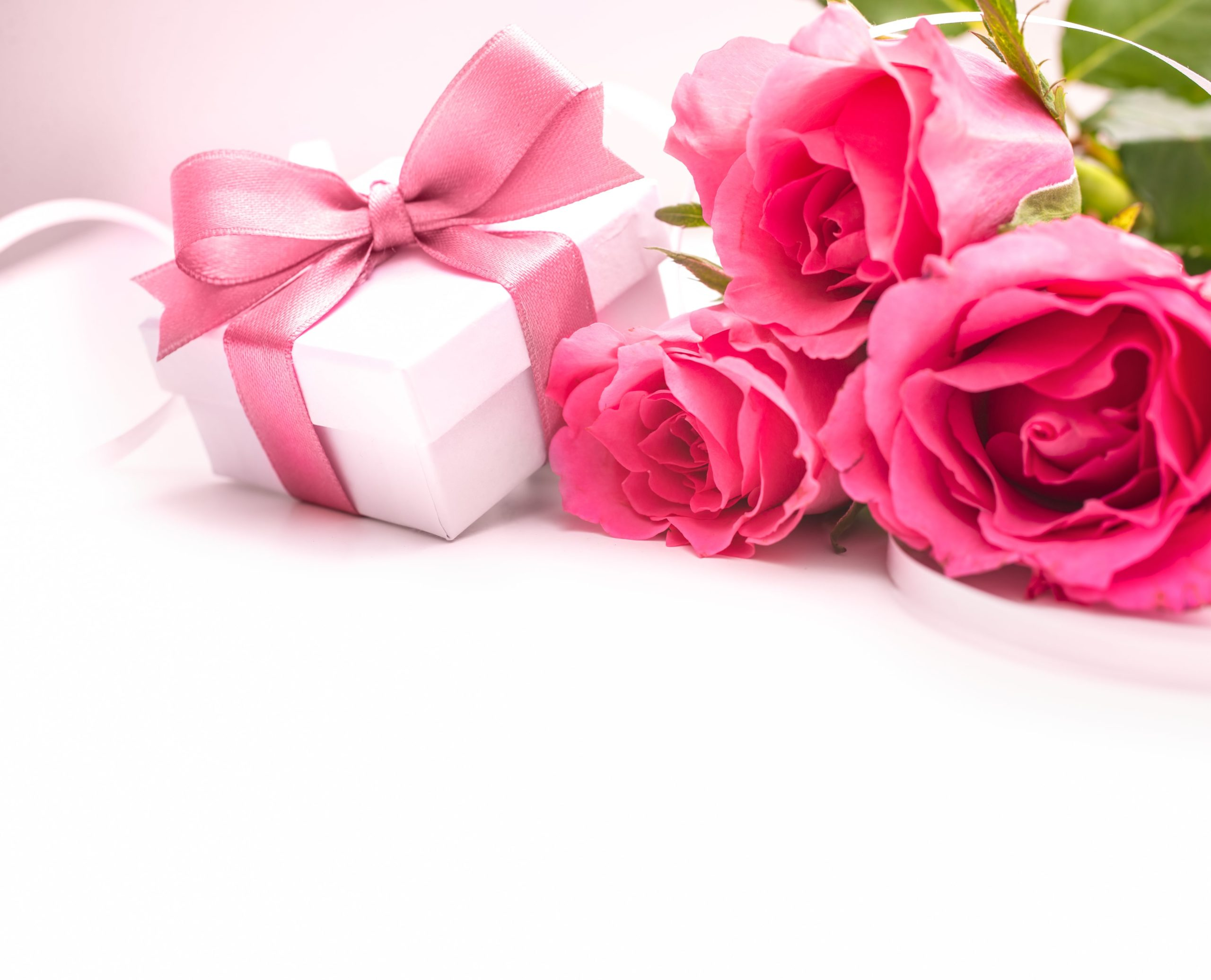 roses with gift box, mother's day brunch, brunch MA, mothers day brunch Massachusetts
